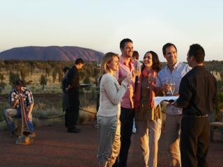Dinner at Uluru[HD]