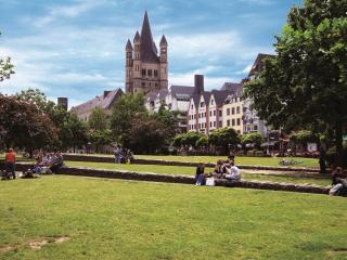 CC_Cologne_Along_Rhine