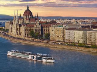 Viking_Longship_in_Budapest_