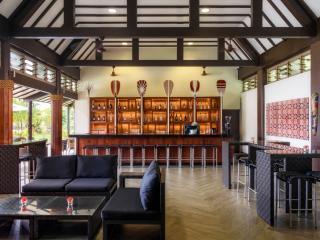 Solent Lobby Bar
