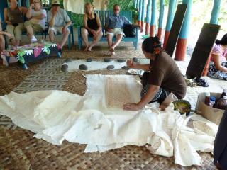Saviia Island Southern Tour - Tapa making