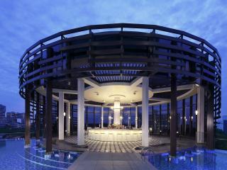 Aqua Luna - Pool Bar