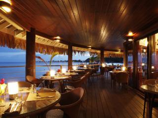 Latitude 16 Restaurant