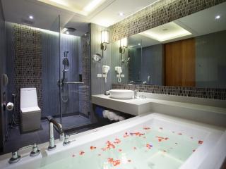 Premier Pool View Bathroom