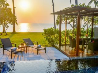 Club Beachfront Pool Villa
