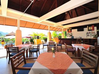 Pool bar & restaurant