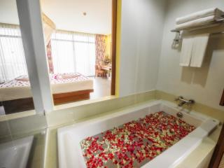 Deluxe Jacuzzi Sea View Room