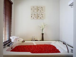 Jacuzzi Tropical Thai Villa
