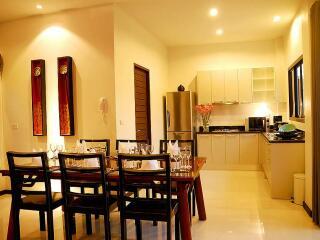Villa Dining & Kitchen