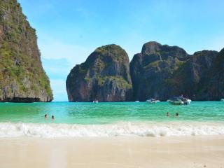 Phi Phi Earlybird Tour by Speedboat - Maya Beach