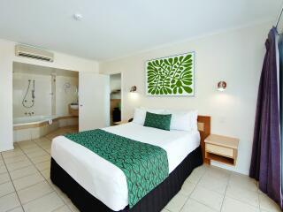 Beachfront 2 Bedroom Spa Apartment