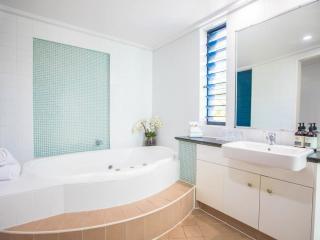 Peninsula Suite - Bathroom