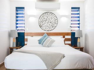 Pool View & Ocean View Suite - Bedroom