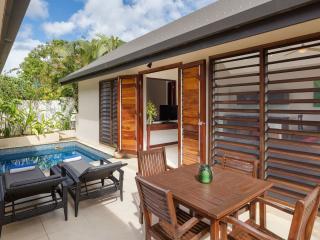 Garden View Pool Apartment