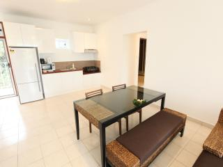 1 Bedroom Hibiscus Apartment - Kitchen and Dining