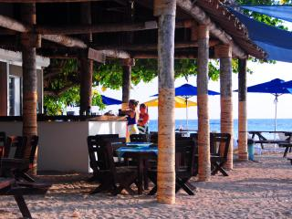 Hideway Island Resort Dining and Bar