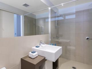 King Hotel Room - Bathroom