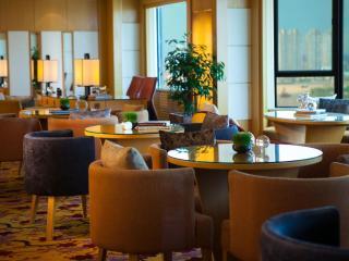 R Club Lounge