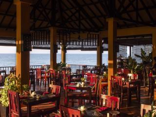 L` Oceane Bar & Restaurant