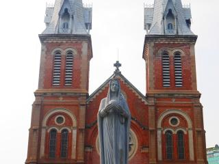 Saigon City Tour - Notre-Dame Cathedral Basilica